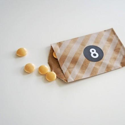 papieren snoepzakje + label bruin/kraft gestreept