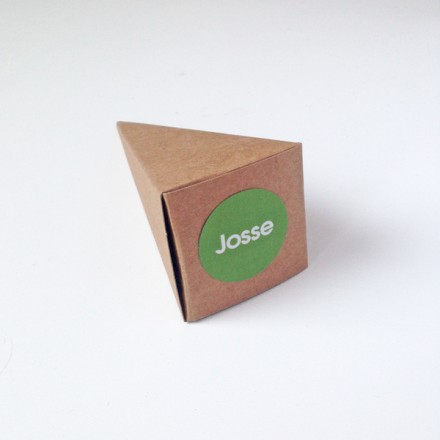 kraft puntzak doosje + label
